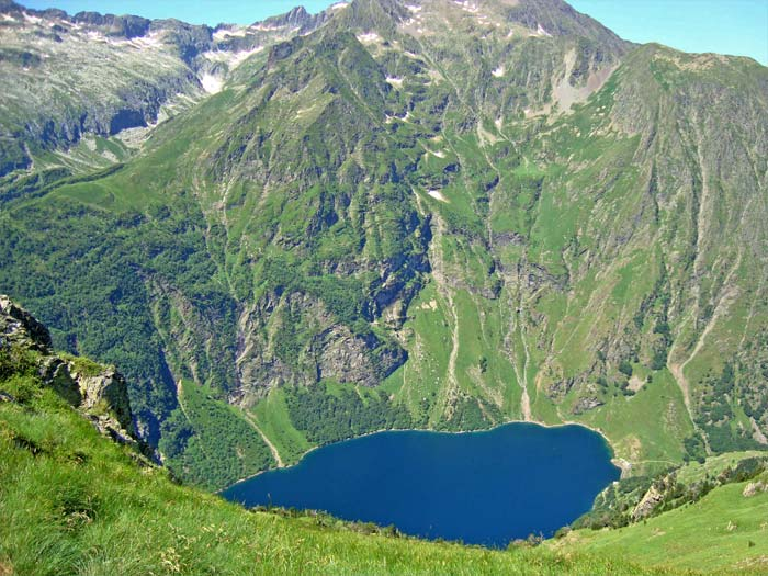 http://www.lacsdespyrenees.com/31/luchon/images/Lac-Oo.jpg
